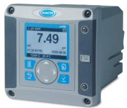 SC200 water quality measurement controller measuring pH and temperature at wastewater plant